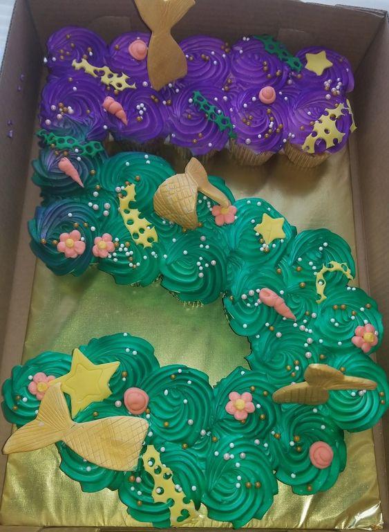Tear-apart Cupcake Cake